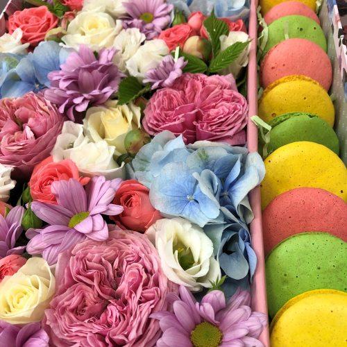 """Цветы с пирожными """"Парижанка"""""""