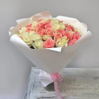 Розовый жемчуг -  51 розово-белая роза