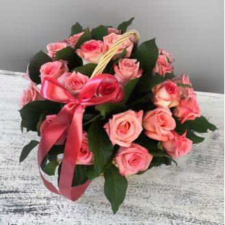 Нежный ангел - корзина из 25 роз