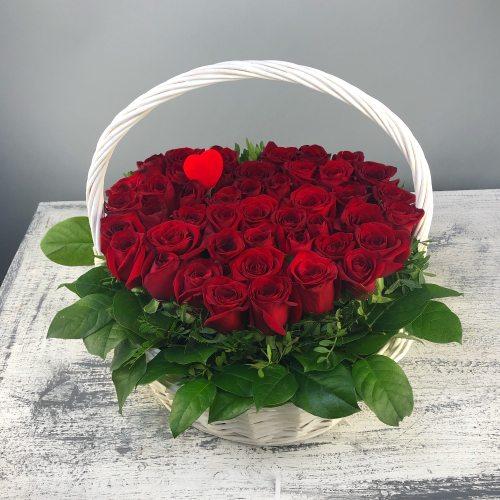 Горячее сердце - корзина из 45 роз