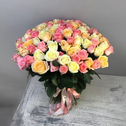 Нежный поцелуй - 101 роза