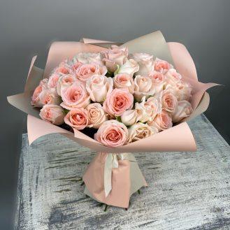 Нежные объятия - 51 пудровая роза