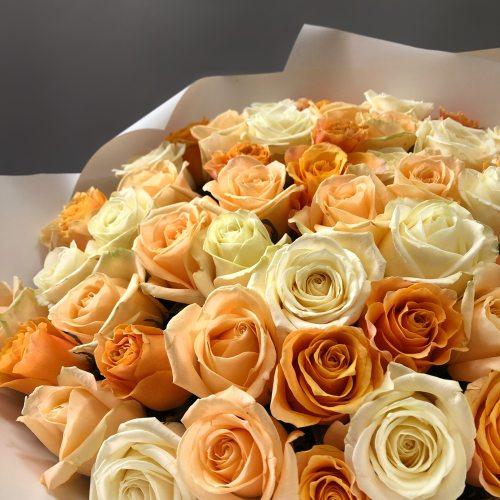 Персик со сливками -  51 роза
