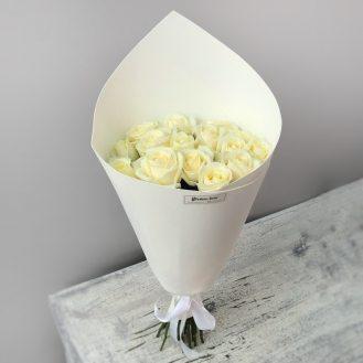 Очаровательный белый -  15 белых роз