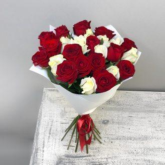 Клубника со сливками - 25 роз