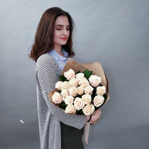 Нежность - 19 кремовых роз