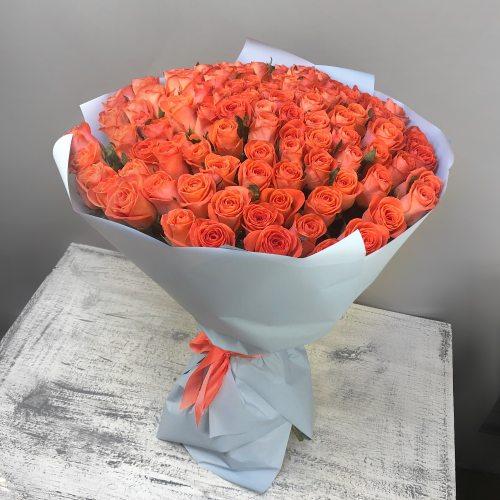 Золотой шар - 101 оранжевая роза