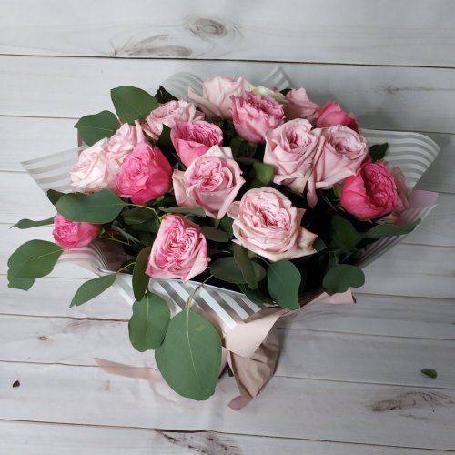 25 пионовидных роз