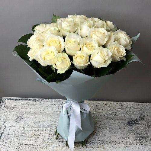 Думаю о тебе -  букет из  27 белых роз